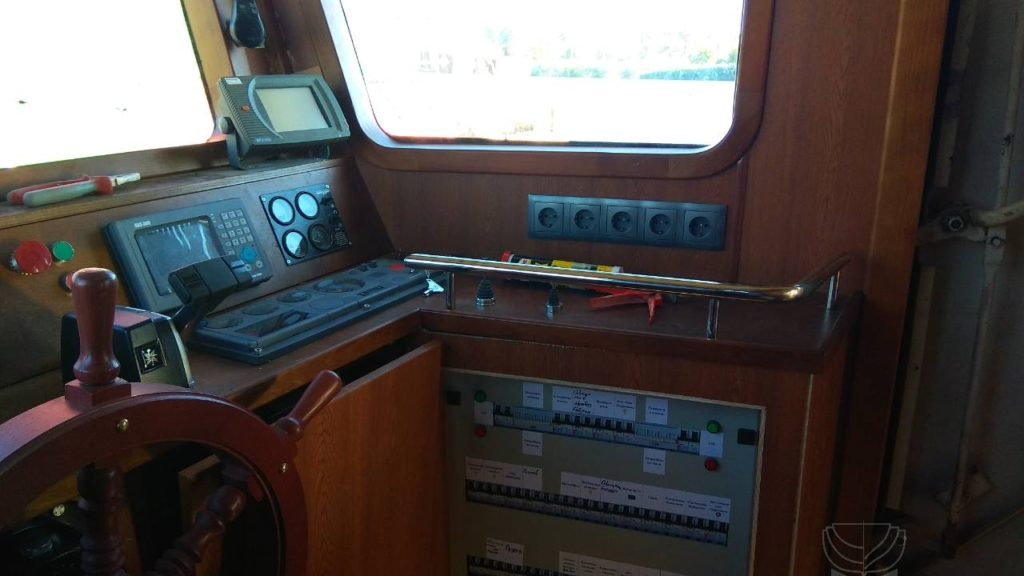 Pазъездной катер SF157