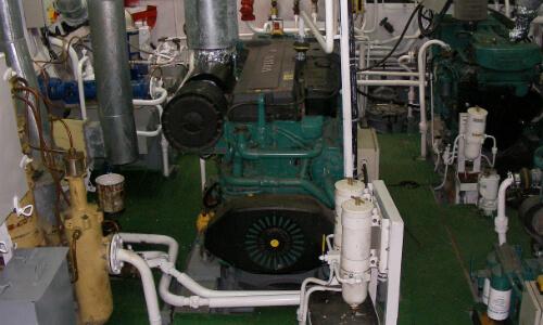 Установка судового двигателя