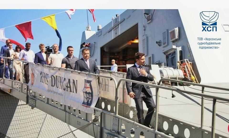 Владимир Зеленский на трапе эсминца D37 Dunkan